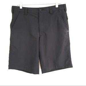 Under Armour black golf shorts 32